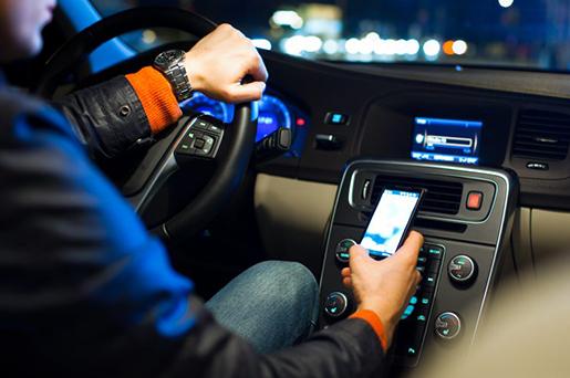 Uso do celular ao volante passará a ser multa gravíssima