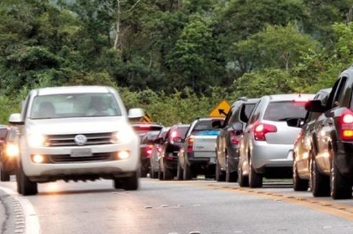 Senado aprova uso obrigatório de farol baixo durante o dia nas rodovias