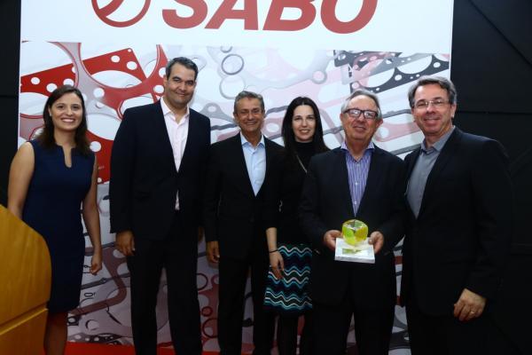 Barros recebe troféu em premiação Top Performance Sabó.